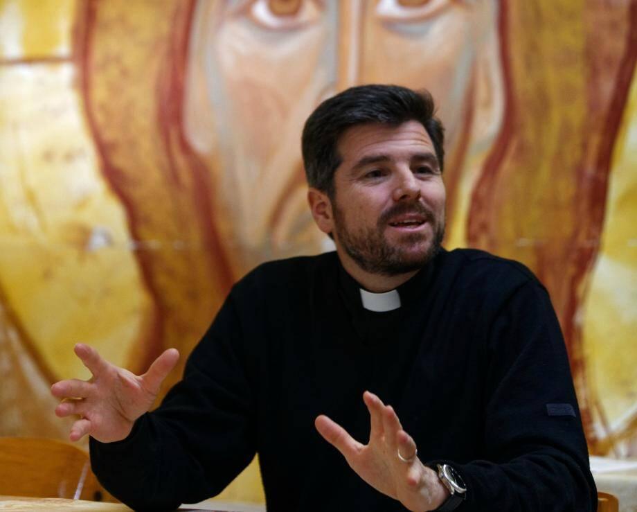 """Le père Rodrigo et une délégation sanaryenne retourneront dans la paroisse """"jumelle"""" de Homs à la fin du mois. Un nouveau voyage au cours duquel les chrétiens français et syriens poseront symboliquement la première pierre d'une église et d'un centre paroissial."""