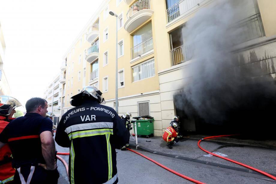 Les causes du feu n'étaient pas connues, ni l'étendue des dégâts dans le parking.