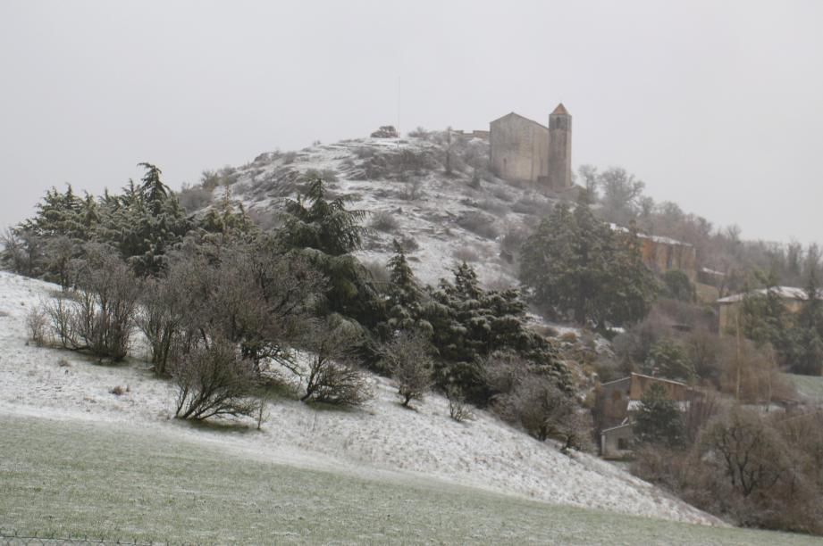A Comps-sur-Artuby, les températures avoisinent les 5°. Pas vraiment de quoi annoncer le printemps.