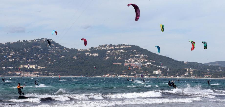 Le lycée de Costebelle a décidé d'implanter le pôle espoir kitesurf.