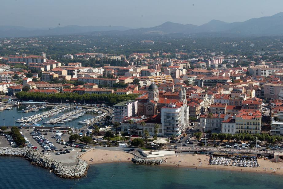 Vue aérienne de Saint-Raphaël.