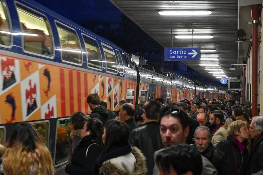 En gare de Menton ce mardi 3 avril, jour de grève.