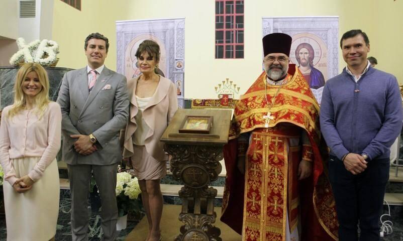 Autour du père Vadim, les fondateurs de l'église orthodoxe de Monaco, réunis samedi soir pour la veillée pascale.