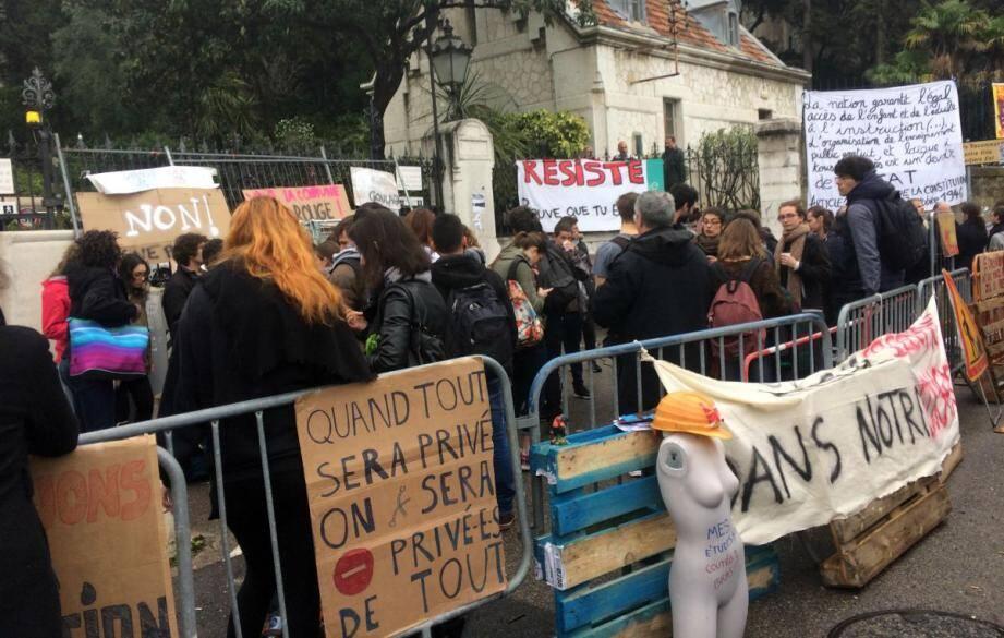 Les étudiants ont voté la levée du blocus ce mercredi.