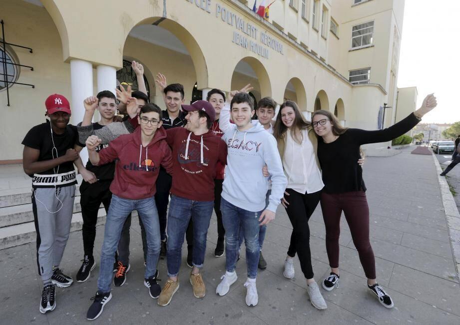Photo souvenir pour ces lycéens dracénois, avant leur départ pour la Corse