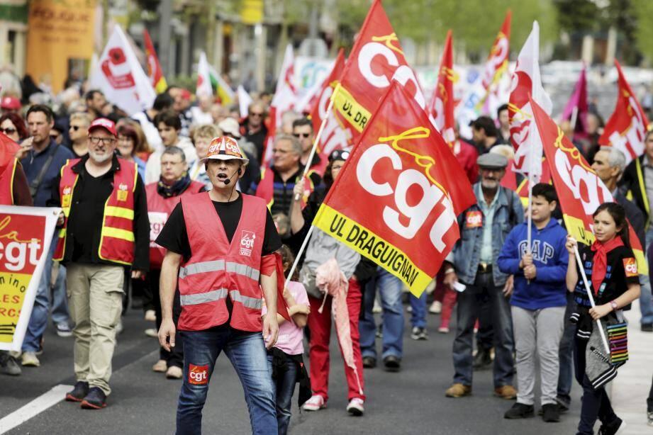 Plus de 140 personnes sont descendues dans la rue hier pour dire : « en avant pour le progrès social avec l'unité des salariés !»
