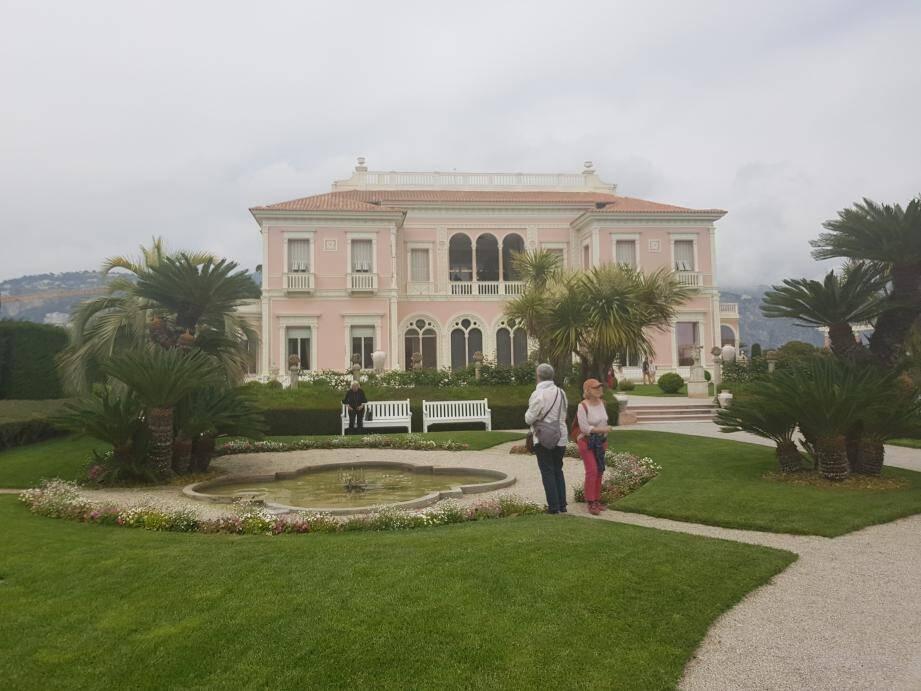 La villa va-t-elle être repeinte en rose ou en jaune, sa couleur d'origine ?