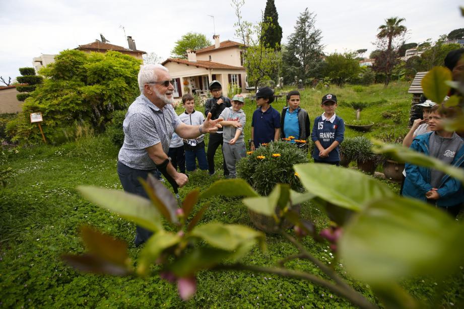 Jean-Paul Spinetta a joué les guides hier après-midi auprès des enfants de l'hôpital Lenval.