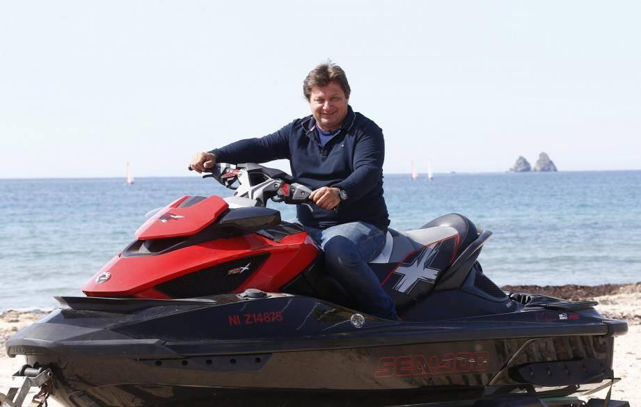 Stéphane Noto, aux commandes de Jet Blue 83, club basé au Brusc, est parvenu à réunir l'organisation des compétitions européenne d'aquacross et mondiale de jetcross pour la première fois en France.