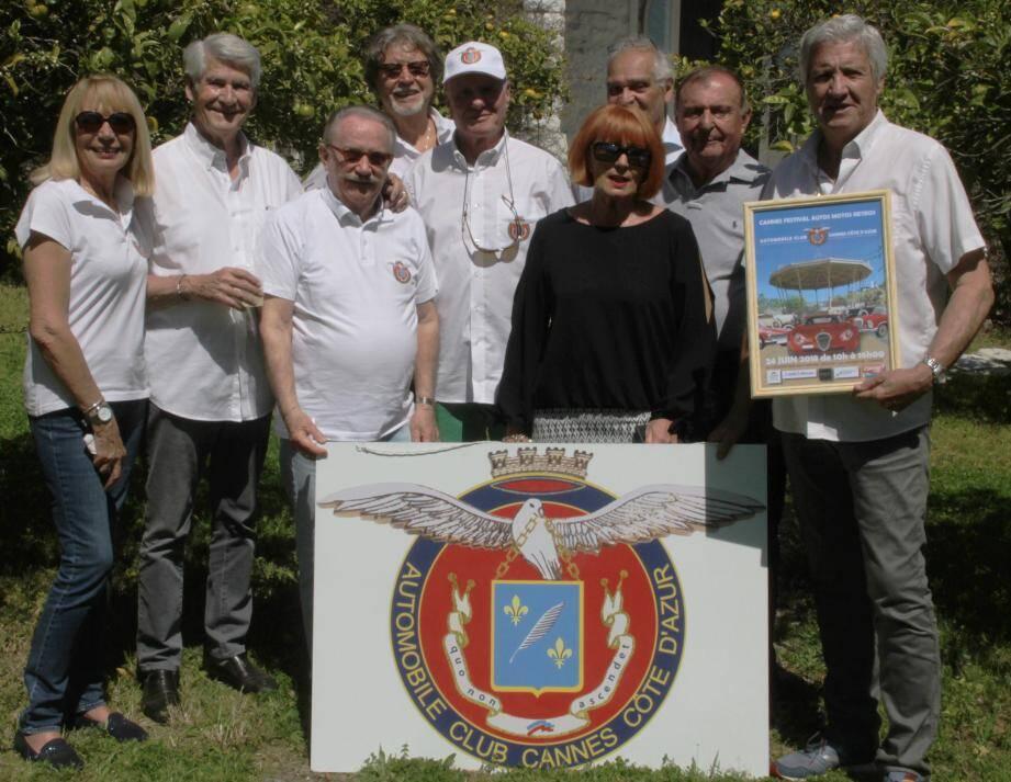 Le conseil d'administration et les représentants de l'ASAC Cannes, de l'ASA Croisette et de Cannes groupe véhicules historiques ont présenté conjointement l'affiche de la prochaine concentration « Cannes Festival autos motos rétros » qui aura lieu le 24 juin prochain.
