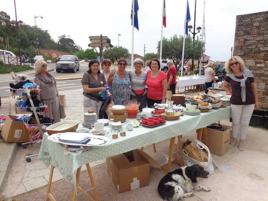 Les bénévoles de l'Association familiale organisent une brocante chaque quinzaine de mai jusqu'à septembre.