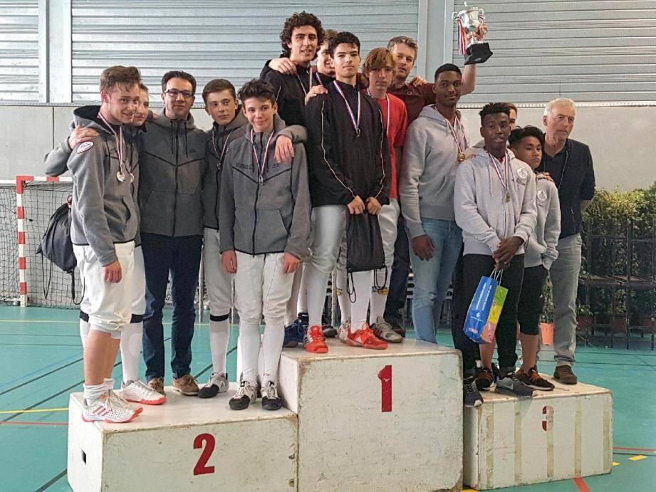 Emmenés par le n° 2 français M17 Gaétan Le Berre, Nathan Tolédano, Jibril Ali Moussa et Ange Romanetti ont ramené le titre de champion de France au club varois de Toulon Var Escrime.
