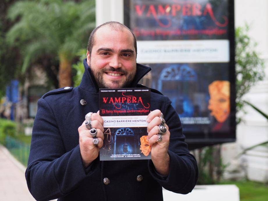 À 37 ans, Thomas Vaccari coréalise son premier spectacle. Un opéra lyrique sur les thèmes de la guerre entre les hommes, l'amour et les vampires… À droite, les trois artistes de Vampira : Thomas Vaccari, Amandine Anelli et Thierry Conand.