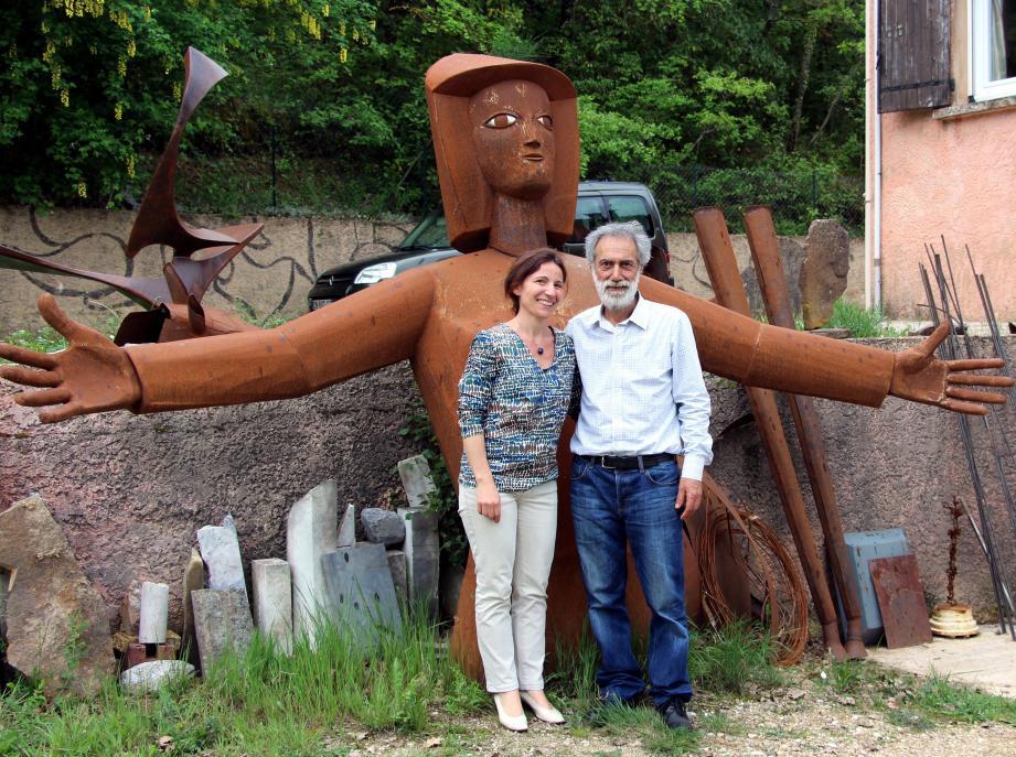 Une « géante » en fer ouvre ses bras pour accueillir les visiteurs et surtout Cécile et Lutfi Romhein.