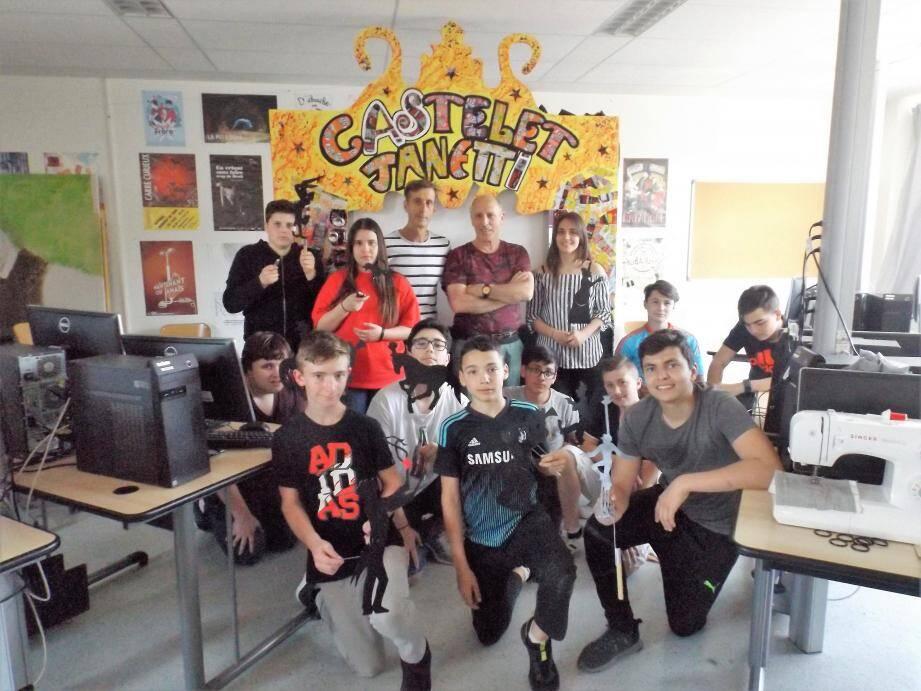Les élèves ont porté fièrement leurs marionnettes.