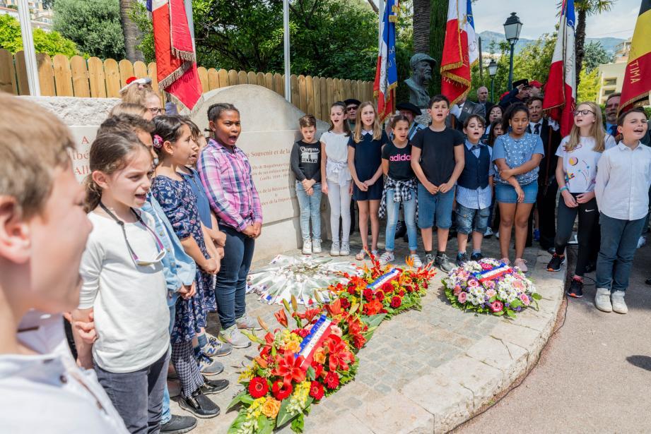 Les enfants de l'école de Cabbé ont été associés pleinement à la cérémonie au Square du 8-Mai.