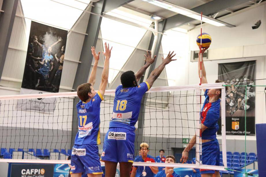 Le Nice Volley-ball pourra-t-il financer la montée des hommes de Fabrice Chalendar (de dos) en troisième division ?(D. R.)