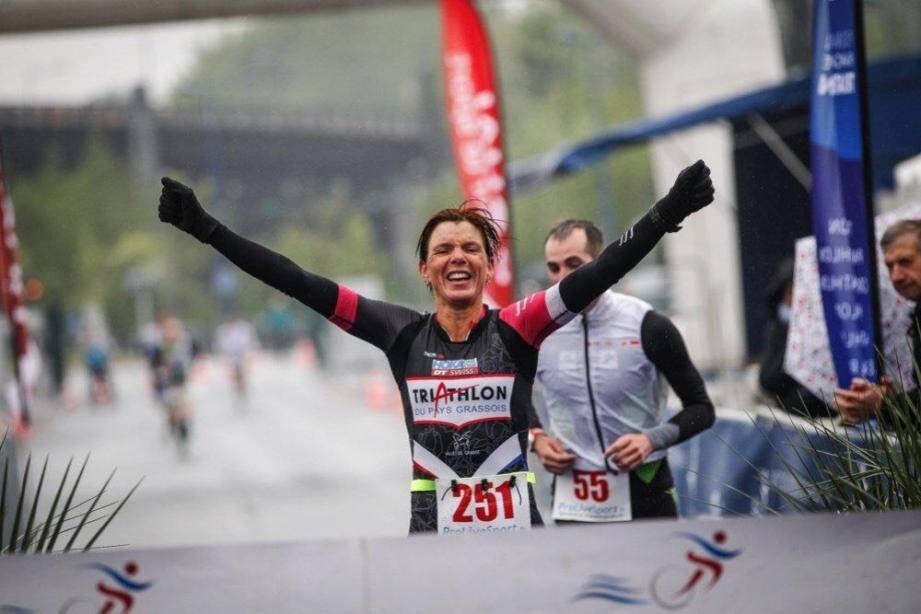 Céline Bousrez a réalisé l'exploit de conserver son titre de championne de France de Duathlon pour la troisième fois consécutive, dimanche 29 avril à Douai.