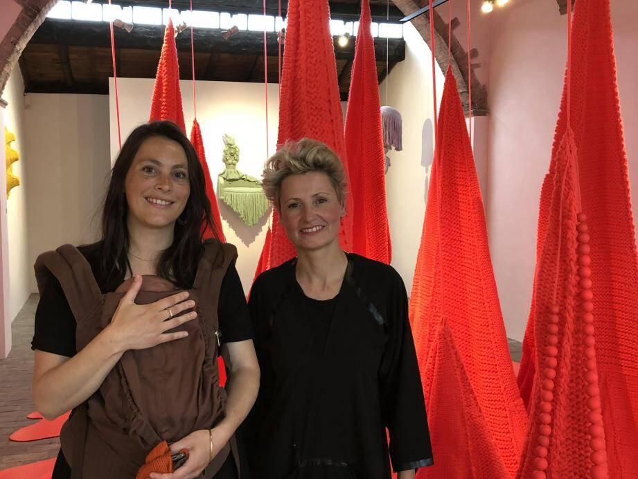 Olivia Barisano (à gauche) et Isabel Berglund (à droite) investissent l'atelier Madoura jusqu'à la fin août.