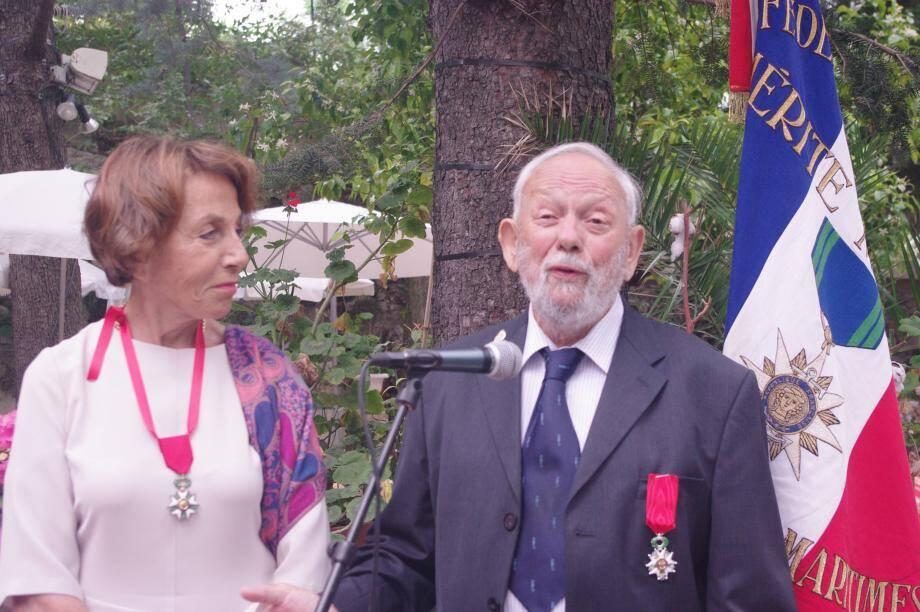 Daniel Mercier a reçu la Légion d'honneur des mains de Vera Ainson, ici à ses côtés, alors qu'il revient sur 86 années de passion.