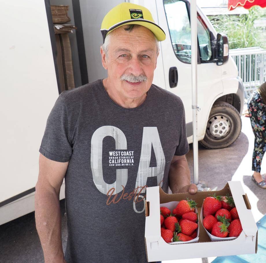 Jean-Pierre Clerissi souligne bien que « la fraise de Carros ne permet pas de passer l'année. Sur un kilo, il y a 95 % de manœuvre. Il est nécessaire de se diversifier ».