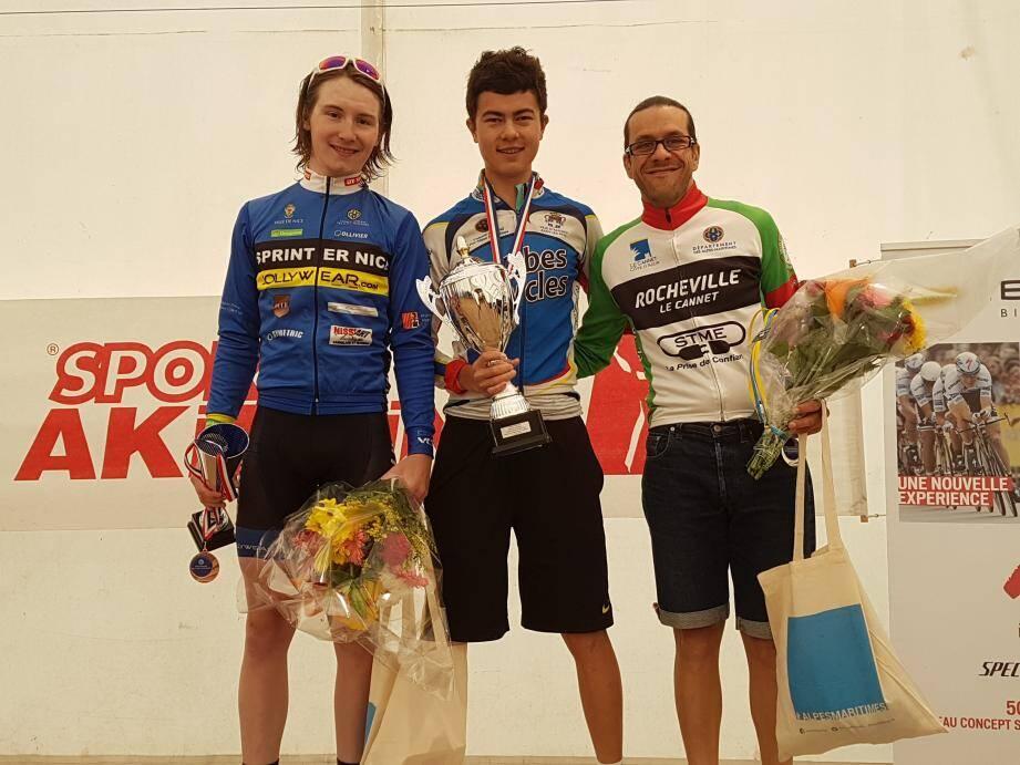 Le podium final : Baimukhanov s'impose devant Martz (à d.) et Bataille (à g.).(DR)