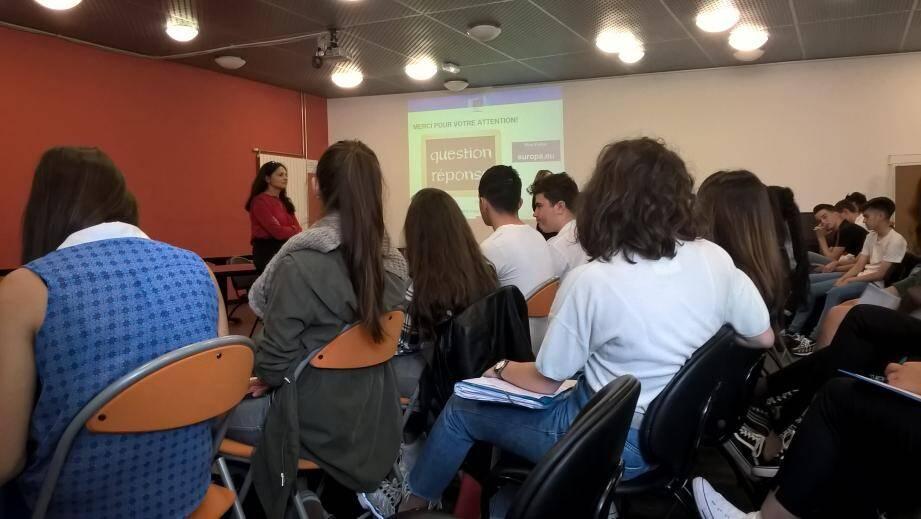 Deux classes de 1ère ont participé à la rencontre.