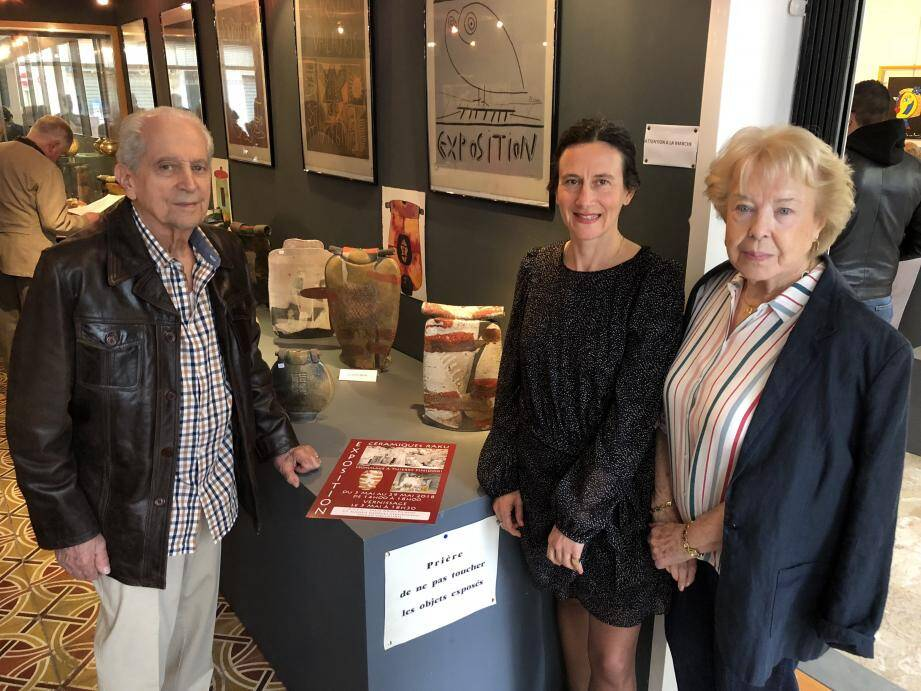 Gisèle et Marc Finidori les parents du créateur et Emmanuelle Esmiol (au centre) qui a pris une grande part à l'organisation de cette exposition.