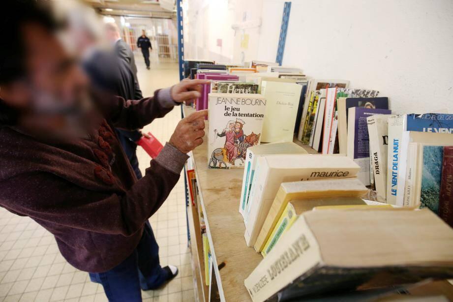 """Les livres seront placés sur les rayonnages du quartier """"Arrivants"""". En accès libre."""