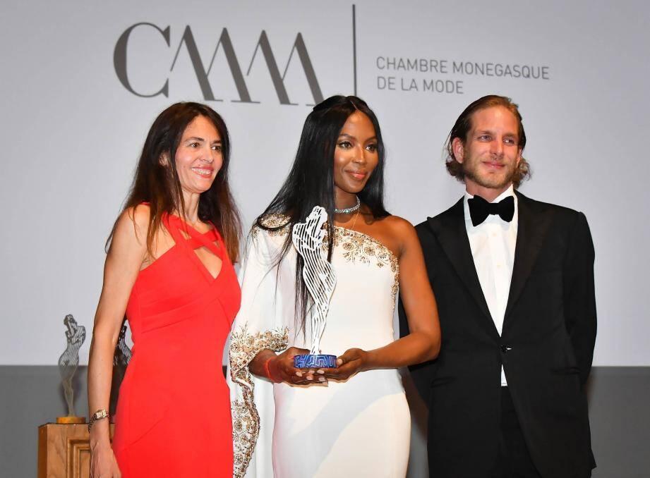 L'an dernier, Naomi Campbell avait reçu un Fashion Award, entourée de Federica Spinetta, présidente de la Chambre monégasque de la mode, et Andrea Casiraghi.