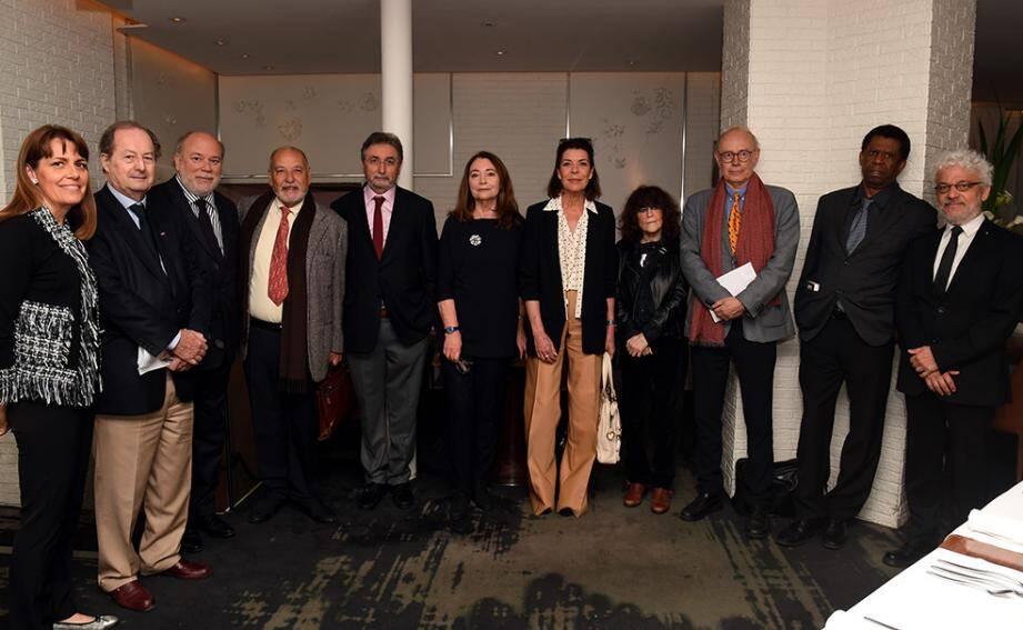 La princesse de Hanovre entourée des membres du conseil littéraire, ce mardi au restaurant La Dame de Pic, à Paris.