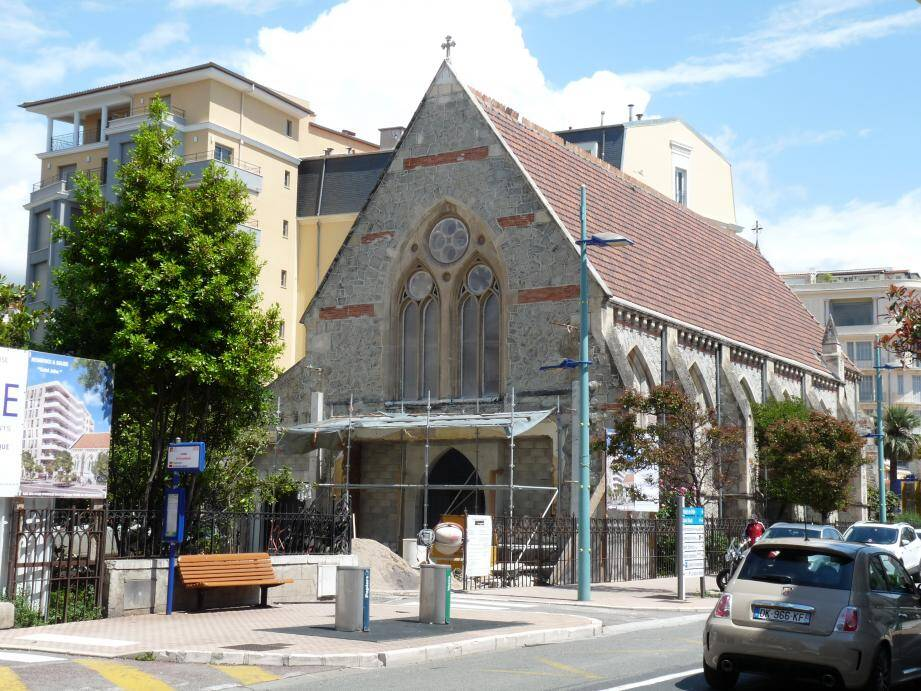 À l'abandon depuis sept ans, l'église anglicane St John's Church de l'avenue Carnot est en cours de rénovation et s'inscrit dans un projet global de réaménagement du quartier avec un jardin ouvert au public et un immeuble de luxe.