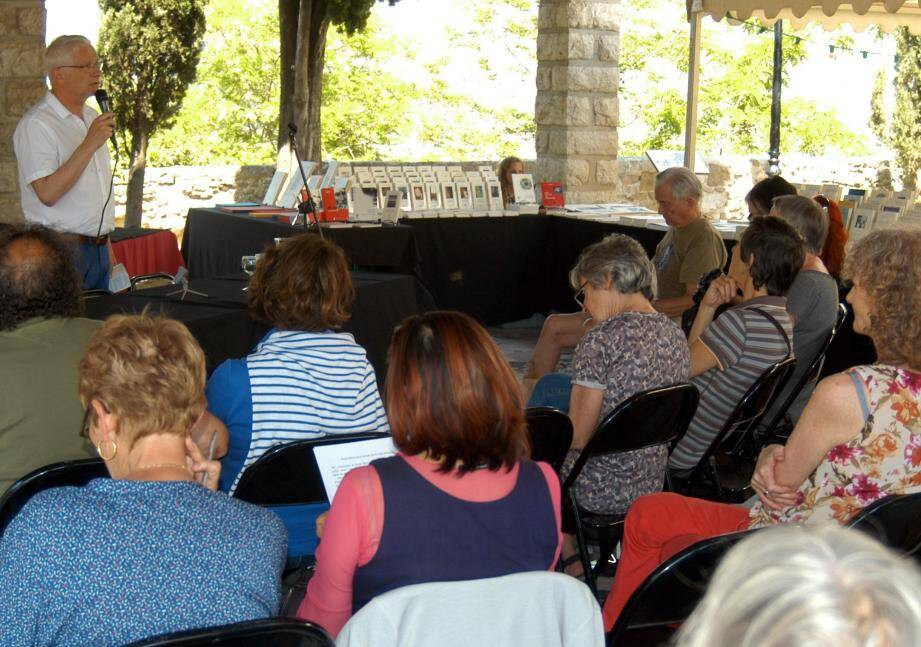 Des écrivains, des conférences, des livres, et un public passionné par la lecture et l'écriture durant les trois jours des « Voix du basilic  ».   (DR)