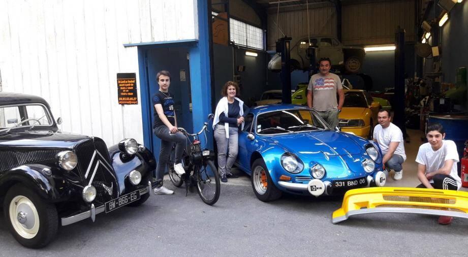Christophe Briand et son fils Raphaël sont satisfaits car les véhicules commencent à remplir leur garage.