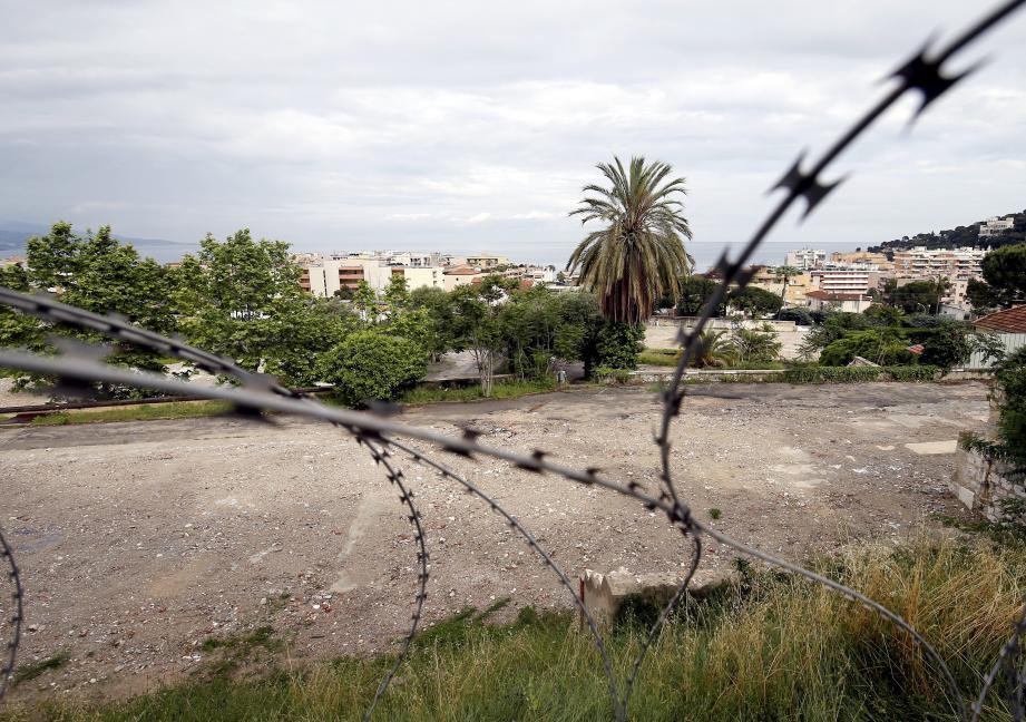 La démolition de l'ancienne Base aérienne est à ce jour quasi terminée.