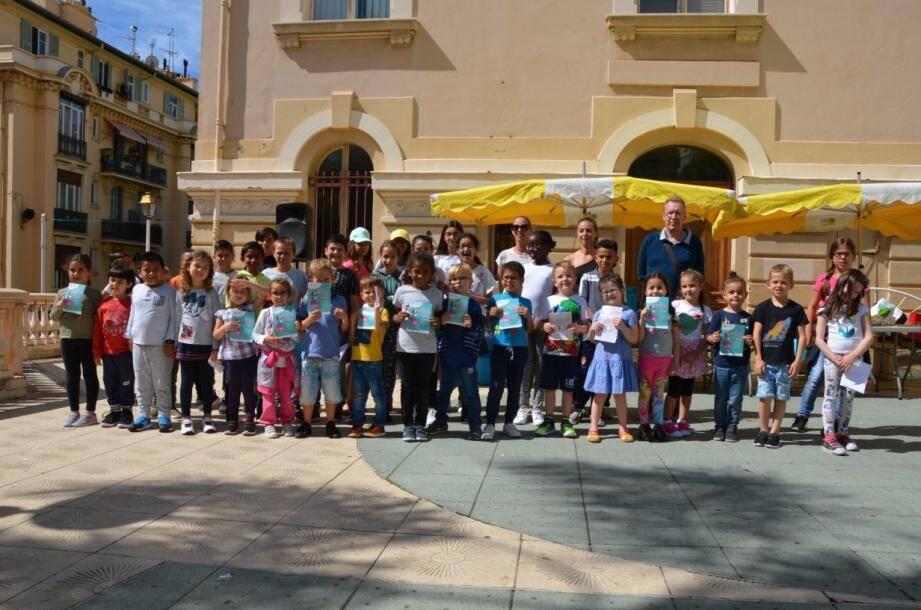 Une belle manifestation de solidarité par les élèves, les parents, et le corps enseignant de l'école du Ténao, avec le soutien de la Ville.