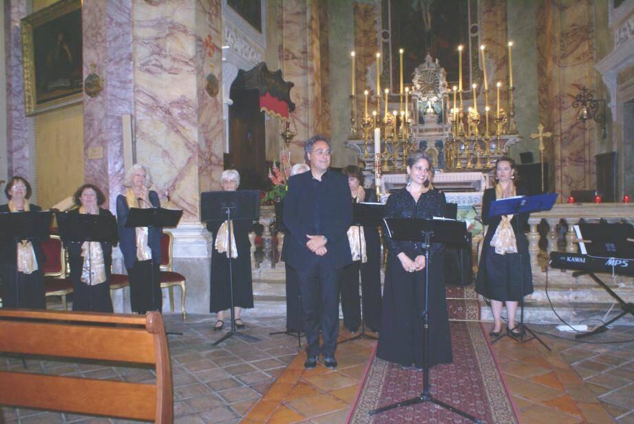 Magnifique concert de 18 airs donné bénévolement et avec bonheur et grâce, par Barbara Moriani, la chorale St Michel et l'organiste Silvano Rodi.