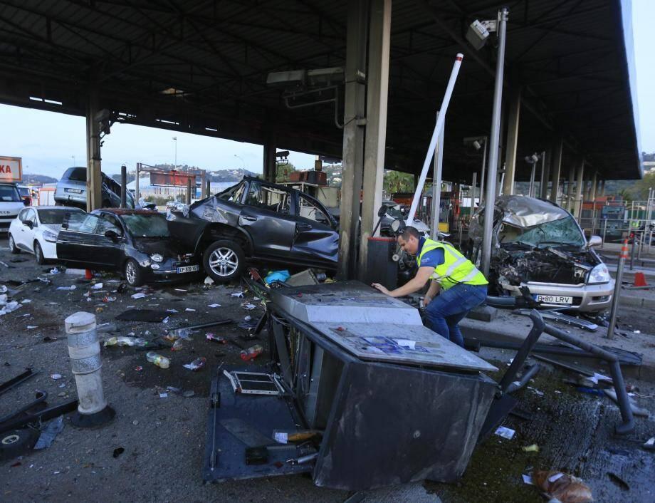 Le camion en perdition avait tout détruit sur son passage.