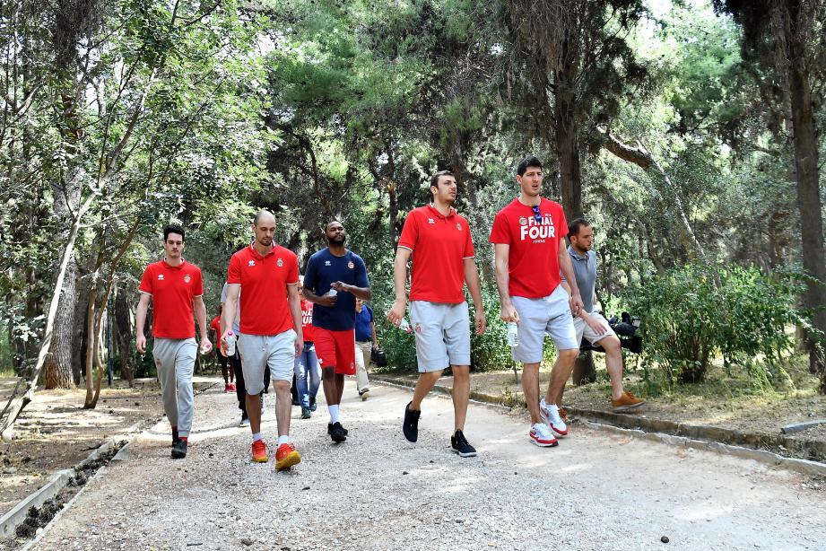 Après le petit déjeuner, les hommes de coach Mitrovic ont effectué une petite balade dans un parc au coeur de la capitale grecque.