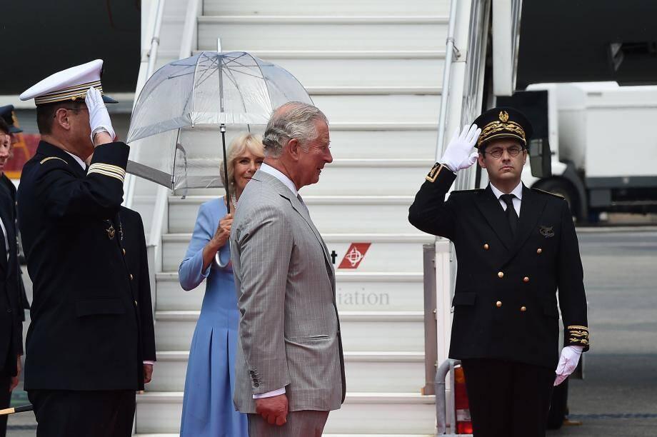 L'arrivée du prince de Galles et de la duchesse de Cornouailles à Nice ce lundi en début d'après-midi.