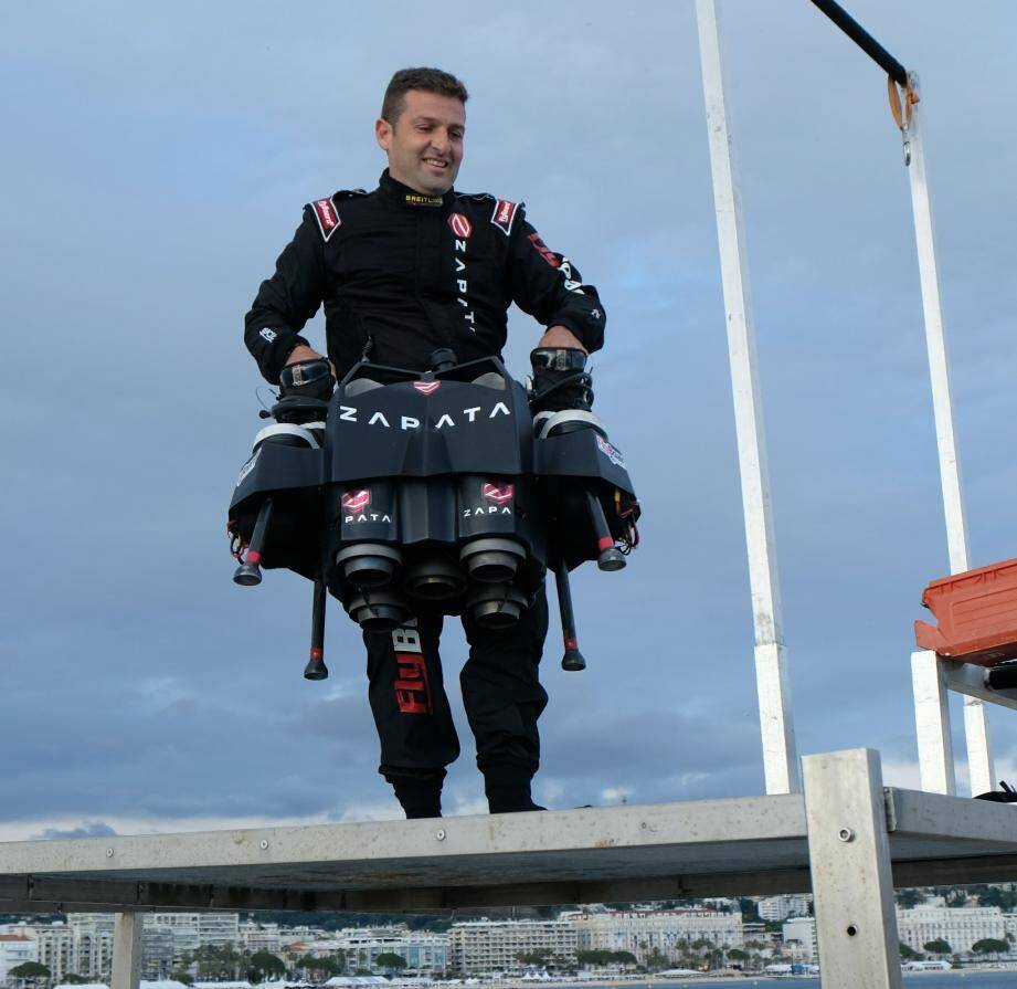 Franky Zapata sur son flyboard.