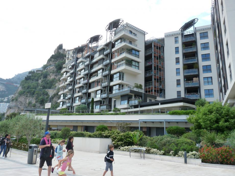 Le bâtiment situé sur la promenade Honoré-II, livré en 2013, est déjà sujet à des rénovations nécessaires.