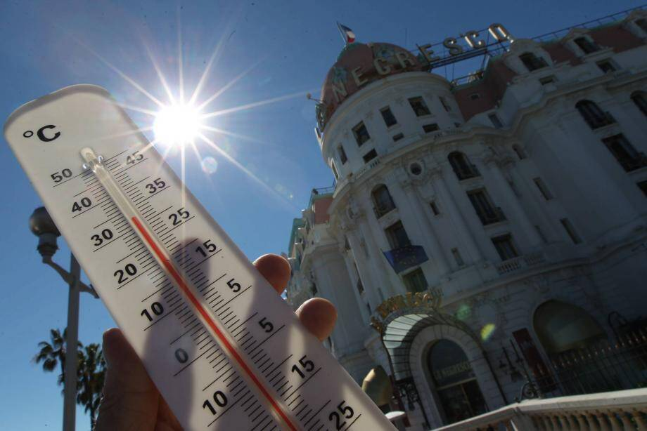 ©PHOTOPQR/NICE MATIN/Richard RAY ; NICE 01/08/2013  pic de chaleur a nice, canicule attenduedevant le negrescoHeat wave in Nice, south eastern France, on august 1st 2013 (MaxPPP TagID: maxmatinnews255322.jpg) [Photo via MaxPPP]