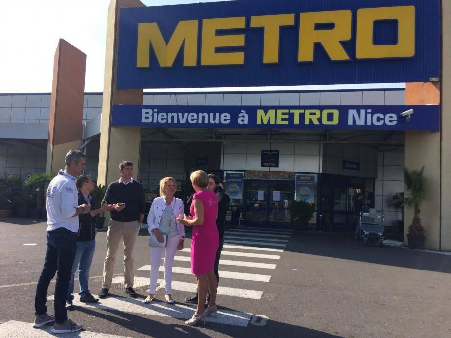 Des professionnels de l'avitaillement de bateaux ont protesté jeudi matin devant les locaux de Metro, à Nice.