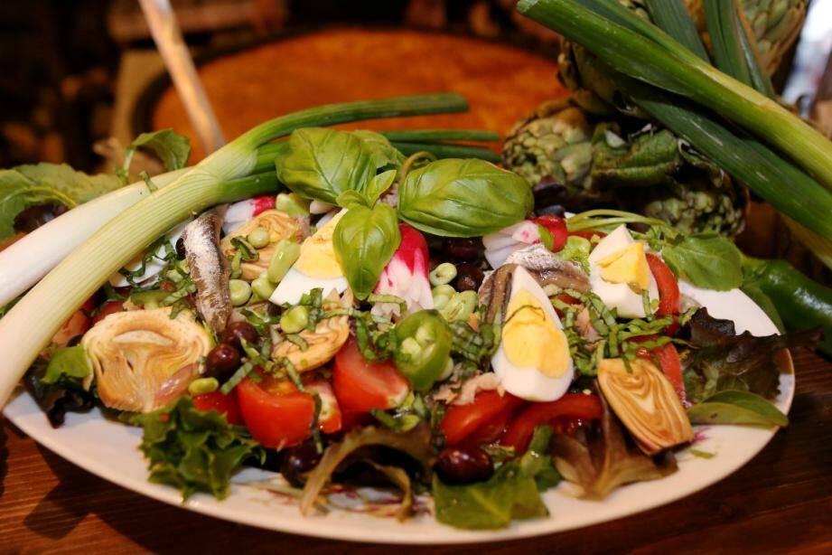 La salade niçoise (et bien d'autres recettes du comté) vont défendre leurs couleurs pour rentrer à l'Unesco.