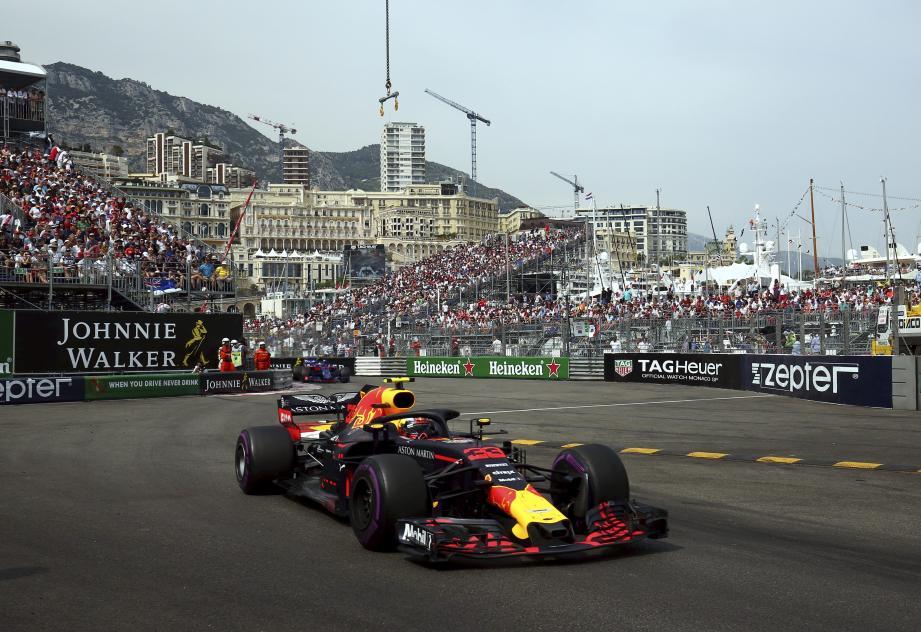 Peut-on conduire une F1 sans permis ? La question se posait, hier dans les tribunes. Max Verstappen est une exception.Il a obtenu ses premiers points en F1, à 17 ans, avant d'obtenir le permis.