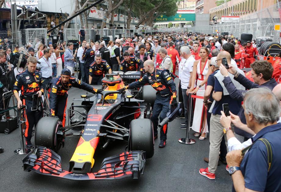 Installation sur la grille de départ du 76è Grand Prix de Monaco
