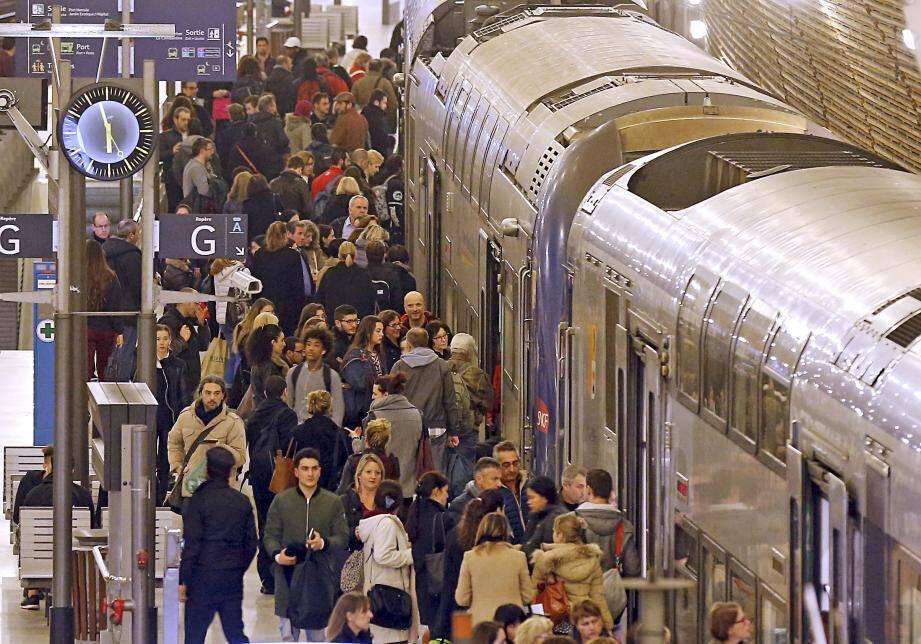 A l'arrivée du TER à Monaco, à 11h30, les passagers se sont dépêchés de rejoindre leur lieu de travail.