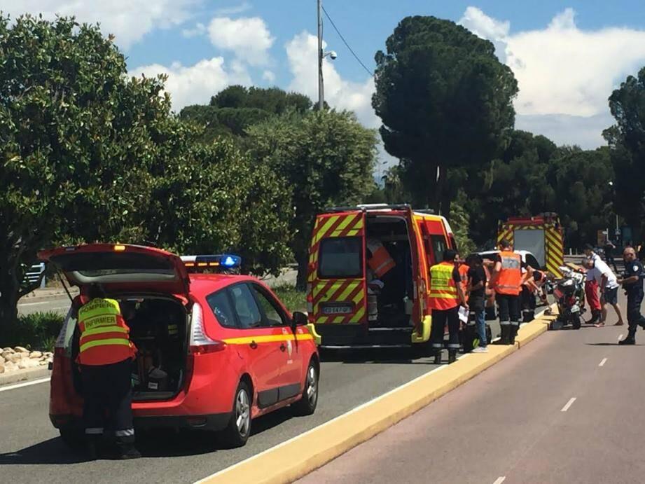 Le motard a été médicalisé sur place puis transporté à l'hôpital Pasteur de Nice.