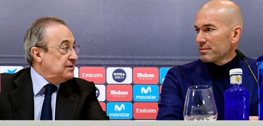 Zinédine Zidane annonce lors d'une conférence de presse qu'il quitte le club espagnol.